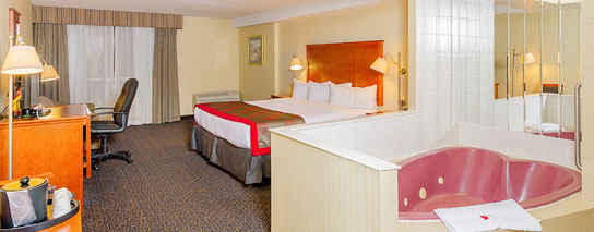 Ramada By Wyndham Niagara Falls By The River - 1 King Bed Luxury Room with Whirlpool